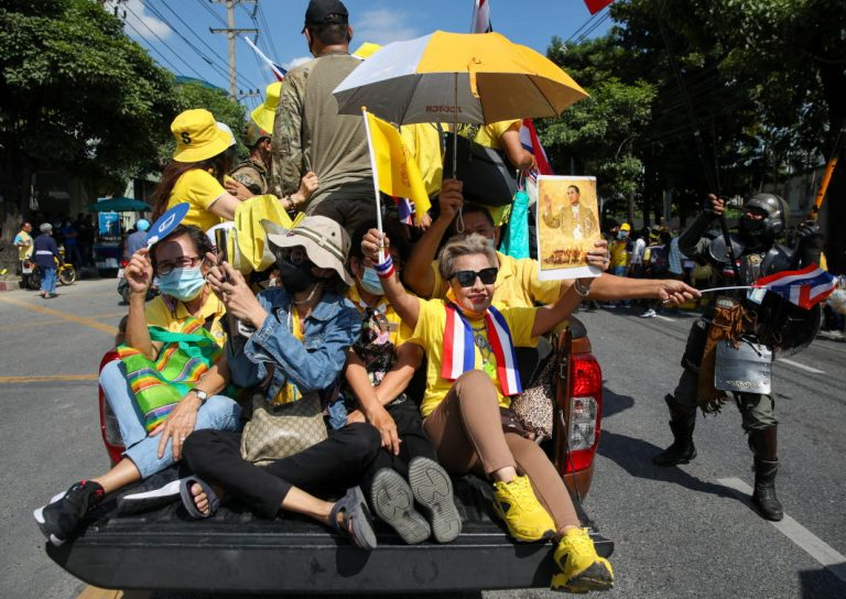 Thai royalists call for no changes to constitution