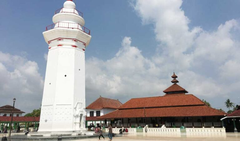 Indonesian province remains true to Ramadan tradition with night-long Qur'an recitations