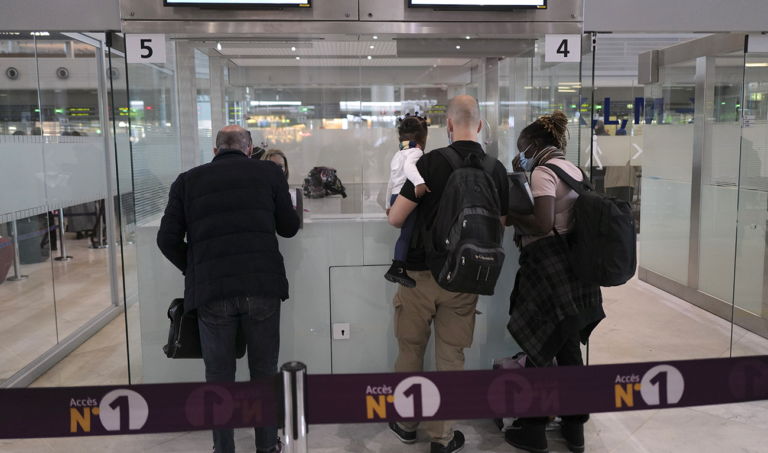 France restricting travel from 4 countries to curb variants