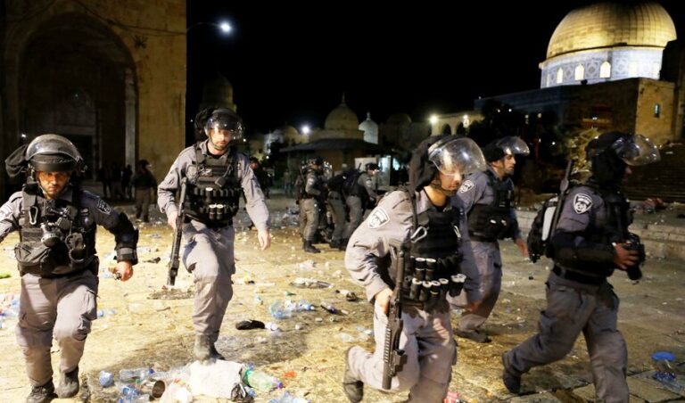 Israeli police shoot  dead 2 Palestinians